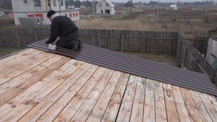 Монтаж металлочерепицы на крышу гаража