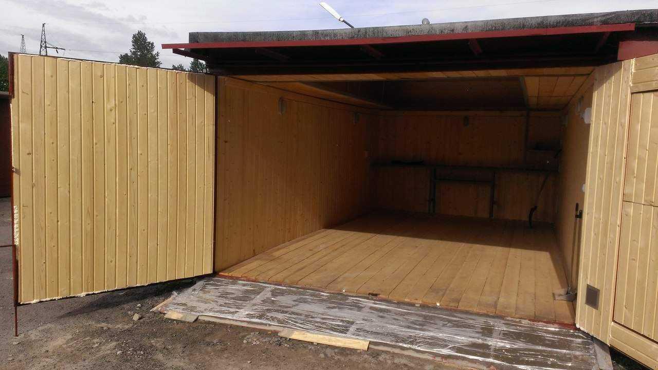 Настил деревянного пола в гараже